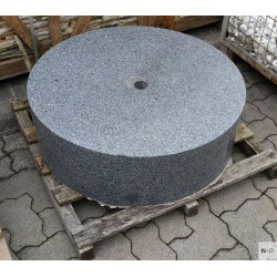 Brunnenstein Granit schwarz