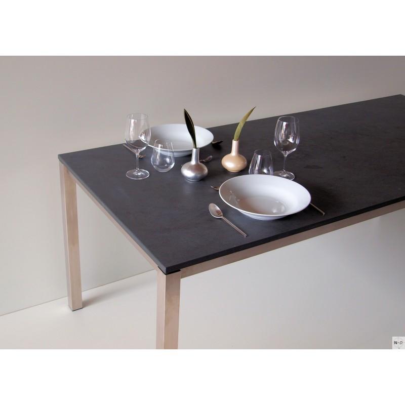Tisch mit natursteinplatte for Naturstein tisch