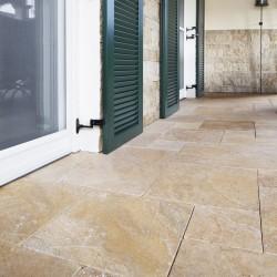 Bodenplatten, Travertin, goldgelb, in römischen Verbänden