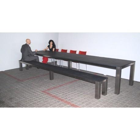 Tisch und Sitzbank aus Naturstein in XXXL