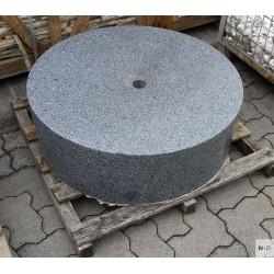 Brunnenstein, Granit, schwarz